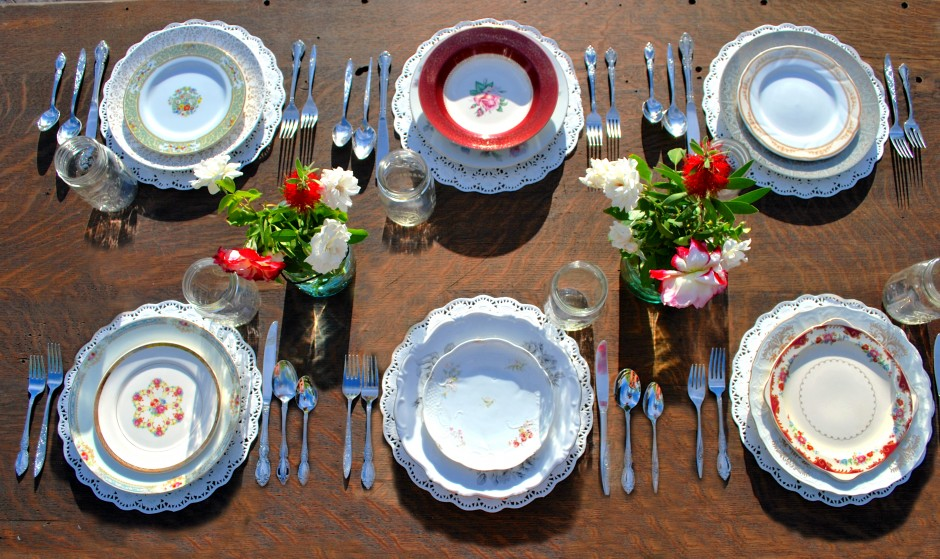 Mismatched Dinner Plates Wedding Tips And Inspiration & Mismatched Dinner Plates | Wedding Tips and Inspiration