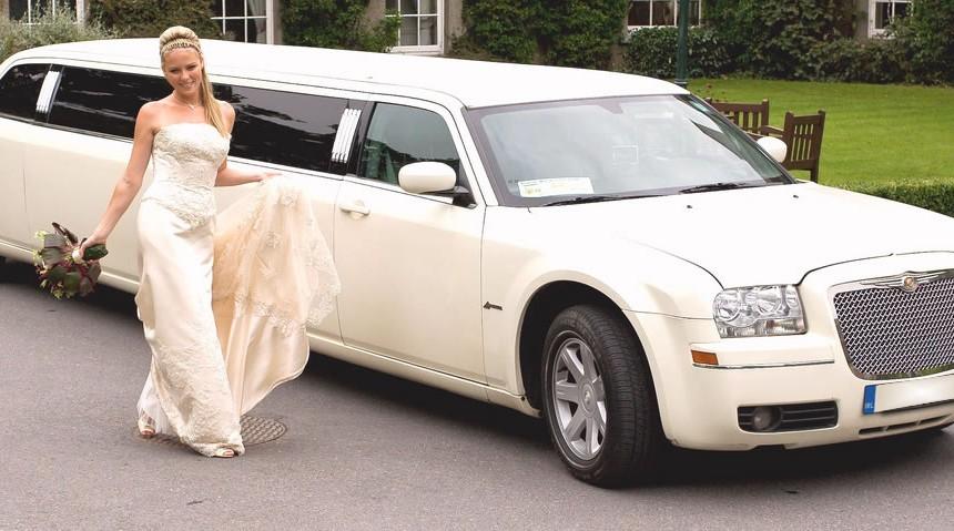white-wedding-limo