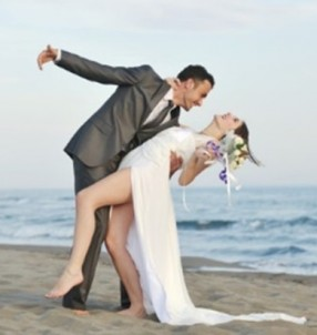 romantic-beach-wedding-dance-at-sunset-xs-704-x-468-620x412