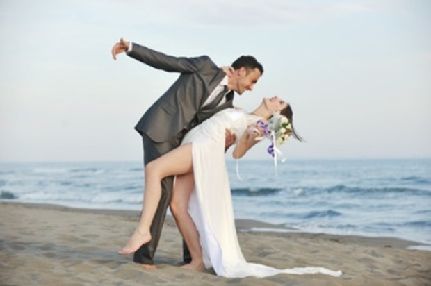 romantic-beach-wedding-dance-at-sunset-xs-704-x-468-620x412